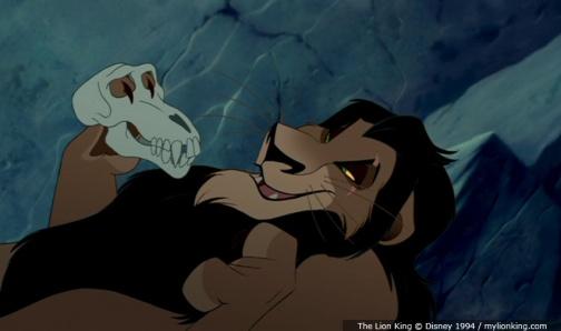 Curiosidades de TLK Lion-king-scar-holding-the-skull